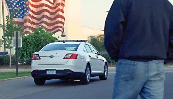 Промъкването и тайното поставяне на проследяващо устройство на кола са двете хитрости, които трябва да използвате.